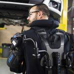 また未来に一歩近づいた!フォードが自動車工場内での作業用にパワードスーツを導入したぞ