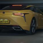 レクサスがLC500の最新プロモ動画公開。ラリーチャンプを起用して豪快に駐車場内を「トーキョー・ドリフト」