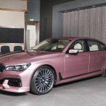BMWアブダビが「かなり珍しい」ピンクのBMW 7シリーズを公開。内装はホワイト