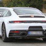 今度はホワイト!新ブレーキ「PSCB」装着の新型ポルシェ911(992)が目撃。なお次期911GT3はターボ化?