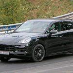 ポルシェ・カイエン・クーペが再度目撃!911カレラ風のリアスポイラーに新型ブレーキ