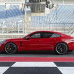 ポルシェがサーキット対応のパナメーラ「GTS」を追加!ワゴン版「スポーツツーリスモ」にも設定