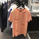 ポルシェが「まさかの」ピンクピッグTシャツを発売した!ポルシェセンターへ急げ!!