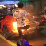 【動画】スーパーカーは空ぶかし厳禁!アヴェンタドールが交差点で空ぶかし→炎上→周囲の人の協力を得て鎮火