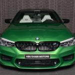 BMWアブダビが「ラリーグリーン」のM5コンペティションを公開。内装は「ホワイト」、アンビエント照明との相性も抜群