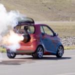 スマートなのに最高速354km/h!ジェットエンジンを搭載しノーマルの60馬力から2000馬力へ。ただし5分でガス欠になるぞ