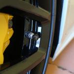 ランボルギーニ・ウラカンのタイヤに窒素ガスを入れてみた!アルミテープ同様の「電波系チューン」かどうか実験してみよう