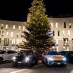 ランボルギーニが「クリスマス・ドライブ」開催!北イタリアのクリスマスマーケットへLM002とウルスを連ねて訪問