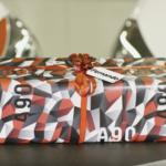 仕上げはサテンマット!トヨタがクリスマスに向け、新型A90スープラに採用されたカモフラージュ柄の包装紙を発売