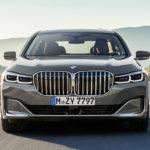 BMW「新型7シリーズ、とくにV12モデルは大人気だ。V12エンジンは廃止せずに2023年まで継続する」。なお巨大キドニーグリルも好評とのこと