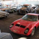 めずらしくフランスにて、81台ものクラシックカーが廃屋から発見。ランボルギーニ・ミウラ、ジャガーEタイプも
