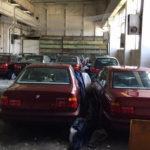 まさに奇跡!ブルガリアの屋内にて未走行、未登録のBMW 5シリーズ(E34世代)が11台も発見される