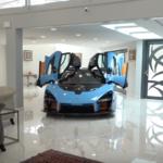 【動画】マクラーレン・セナを自宅のリビングに乗り入れ駐車する男!その羨ましい家を見てみよう