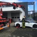 BMW i8が炎上→消火が難しく消防士がやむなく水没させる。構造や動力源が複雑になれば「完全鎮火」が難しくなり、消防士にとっても困難な時代に
