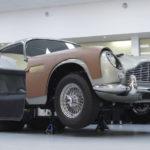 【動画】その価格4億円。007映画のボンドカーと全く同じに煙幕やマシンガンを装備したアストンマーティンDB5が製造中。25台のみが製造される様子を見てみよう