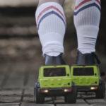 【動画】コレ欲しい!スズキ海外法人がジムニー型ローラースケートを製作してあらゆる環境を走りまくる動画を公開