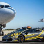 ランボルギーニ・ウラカンが「空港先導車」に!自社デザインスタジオによる特別カラーを身にまとう