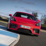 """ポルシェ「718ケイマンGT4のエンジンはまだパワーアップできるが、911GT3と一定の差をつける必要があった」。911GT3が992へ移行すれば、ケイマンGT4にもより強力な""""RS""""登場?"""