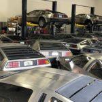 デロリアンは「まだ新車で買える」!ハリケーンを避けて工場内に押し込まれた新車のデロリアンたち