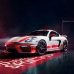 ポルシェがケイマンGT4に受注期間限定モデル「スポーツカップエディション」追加。モータースポーツを意識した「白黒赤」