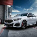 BMWが2シリーズ・グランクーペ向けのMパフォーマンスパーツ(オプション)発表。ブラックパーツとホイール交換でずいぶん引き締まるようだ