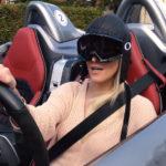 【動画】スーパーカーブロンディ、世界限定75台のメルセデスSLRスターリングモスに乗る。ウインドウがないためキャップとゴーグル必須