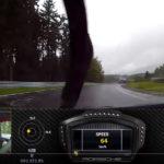 【動画】どうしても抜けん!ポルシェ911GT2 RSがニュルにて、前を走るランボルギーニ・ウルスに近づくことも抜くこともできない