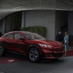 """フォード・マスタングのEVバージョン「マスタング・マッハE」正式発表。アウディ、テスラ、メルセデスの""""半額""""で買える実用的な電気自動車が登場"""