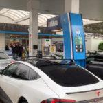 【動画】EVオーナーが嫌がらせに抗議してガソリンスタンドを占拠するという案件が発生!EVとガソリン車との仁義なき戦いが勃発する