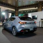 マツダ「我々はさらにプレミアムを目指す」。なおマツダのデザイン部門トップはRX-7のデザイナーの息子、つまり親子二代でマツダ車をデザイン