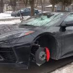 「世界初」新型コルベットの被害が発生。路上に放置したC8コルベットのホイールとタイヤが綺麗サッパリ盗まれる