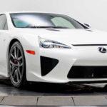 パリス・ヒルトンが乗っていたパールホワイトのレクサスLFAが5500万円で販売中。どうやらLFAはお気に入りで2台乗り継いだ模様