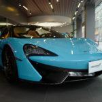 どのくらいの年収があればどういった車に乗れるのか?「2000万円だとランクルにアルファード」「4000万円だとカイエンGTSとマクラーレン570S」との2台持ち