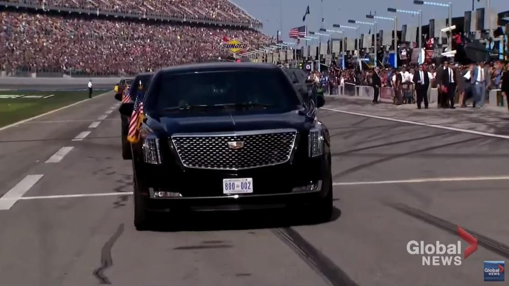 """【動画】まさか本当にやるとは!トランプ大統領が専用車""""ザ・ビースト""""にてレースカー40台を従えデイトナ500を走る!"""
