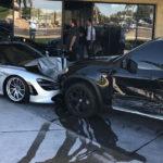 どうしてこんなことに・・・。マクラーレンディーラー前に駐車していた720SにBMW X5が突っ込み、720Sとディーラーが破壊される