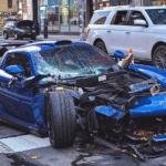 【動画】ロックダウン中のNYでポルシェ・カレラGTが暴走→クラッシュ。逃走中に3台のクルマへ衝突し、ボロボロの姿に・・・