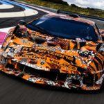 ランボルギーニが新型ハイパーカー「SCV12」の姿を公開!ロングノーズ&ロングテール、縦方向のフィンで超高速域での安定性を重視か