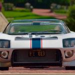 """現存するのは世界に一台、「実際にル・マンを走ったフォードGT40""""ロードスター""""」。落札金額は10億円超えか"""