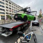 さすがドイツ!EV充電スペースに駐車したランボルギーニが即刻レッカー移動。日本もこれくらいやってほしい