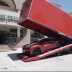 【動画】「ラ・フェラーリ・アペルタは売ってもらえなかったが488ピスタ・スパイダーは売ってもらえた」コレクターにカスタム仕様の488ピスタ納車