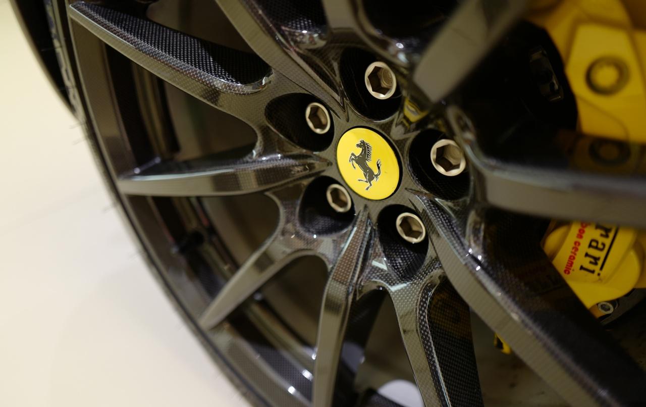 フェラーリのカーボンホイール