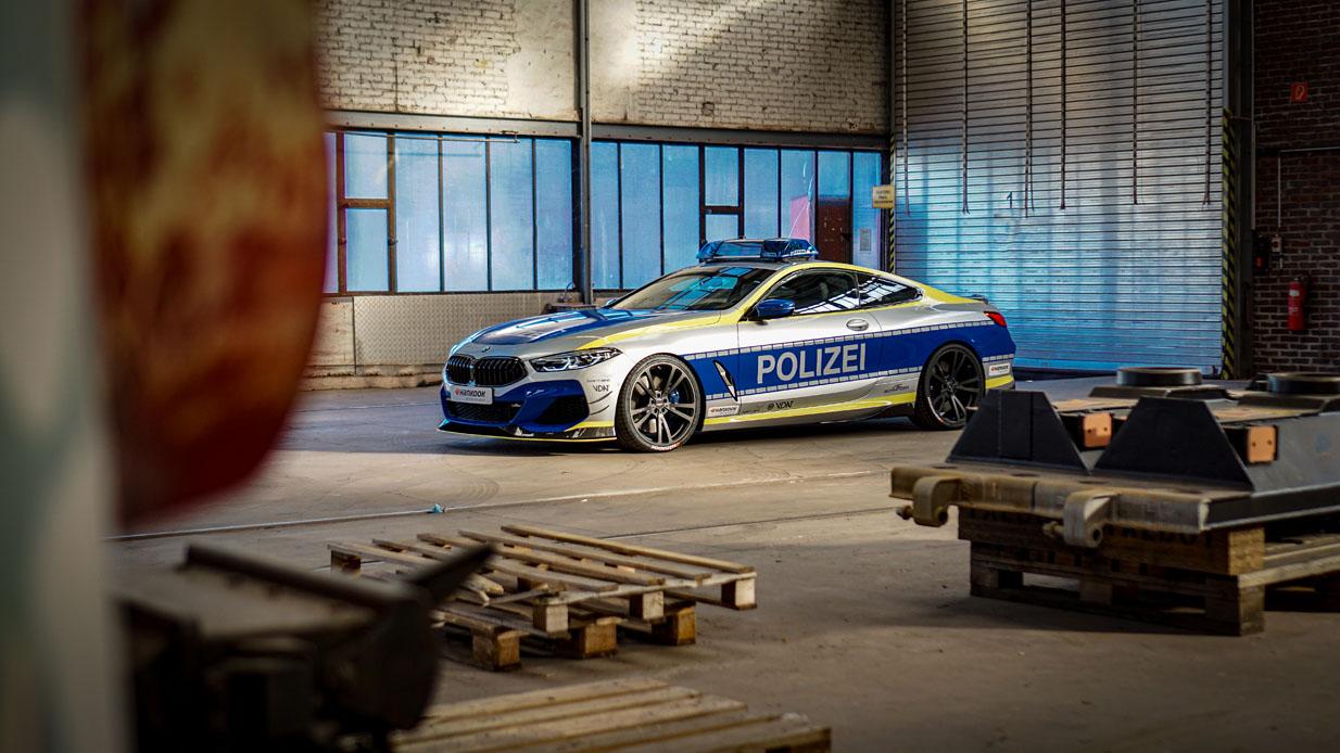 BMW 8シリーズのパトカー