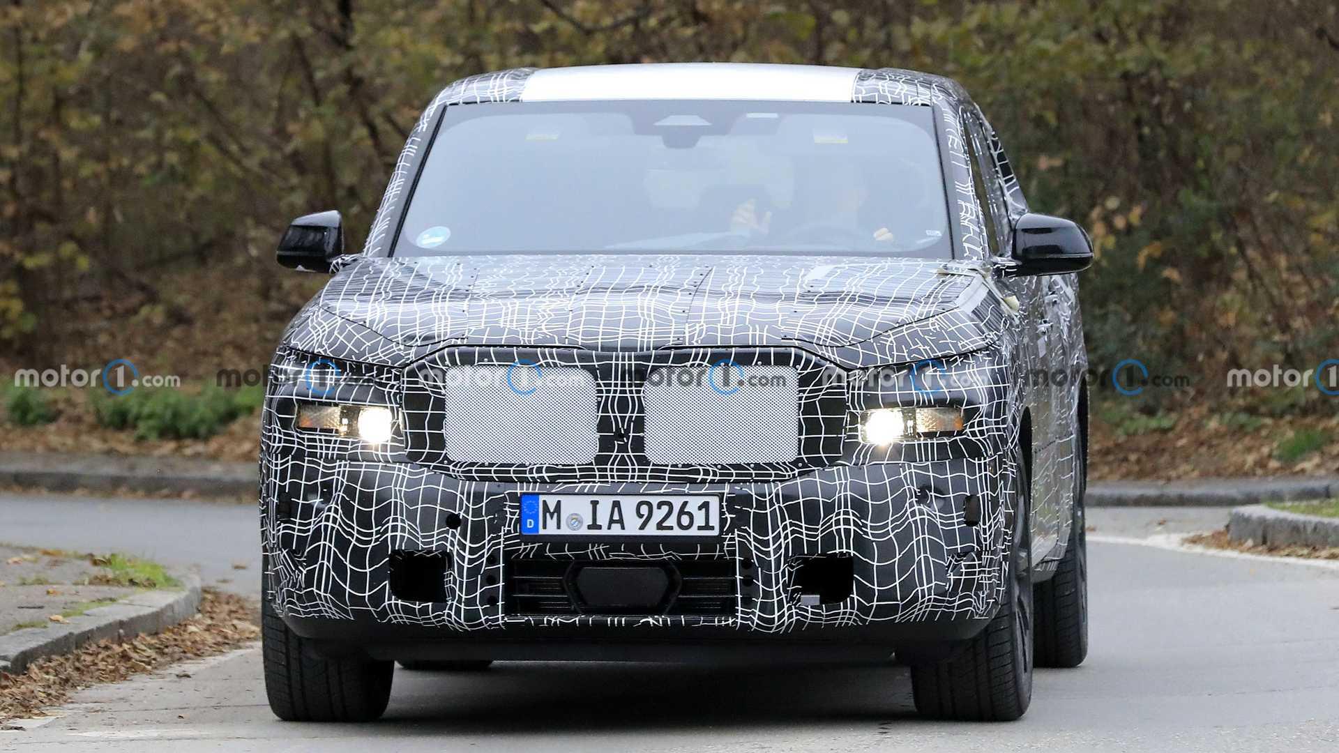 新型BMW X8のスパイフォト