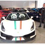 パールホワイトにイタリアンカラーのフェラーリ488ピスタ・スパイダー