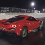 フェラーリF8トリブートがドラッグレースでウィリーする動画