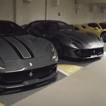 モナコの地下駐車場にて、フェラーリやスーパーカー