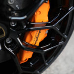 ランボルギーニ・ウラカンEVO RWDの鍛造ホイールとブレーキキャリパー