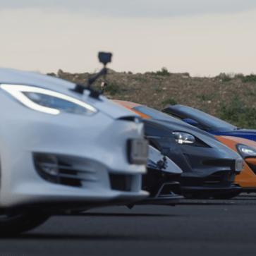 マクラーレン540C、アストンマーティンDBSスーパーレッジェーラ・ヴォランテ、ランボルギーニ・ウラカン・ペルフォルマンテ、ポルシェ・タイカン、テスラ・モデルSパフォーマンスの加速競争
