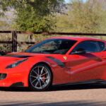 フェラーリF12tdfがオークションに