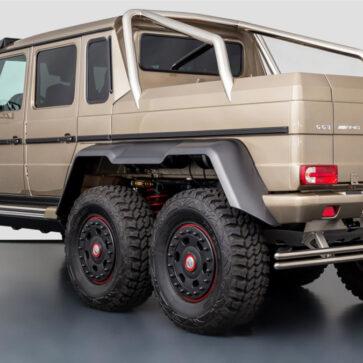 世界限定100台、日本では8000万円で販売された6輪ベンツ「メルセデスG63 AMG 6x6」